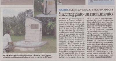 Articolo di giornale che riporta il furto dell'ancora avvenuto a Grosseto, al monumento dedicato a Madoni.
